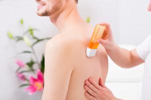 Sokerointi tai ihokarvojen poisto myös miehille