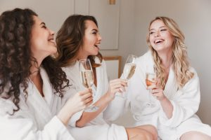 pikkujoulu naisille